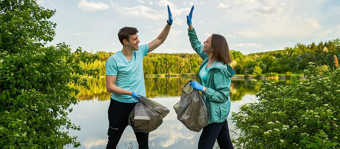Récolter un high five en jetant les déchets